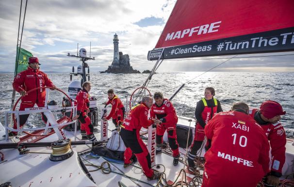 El 'MAPRE' no puede con el 'Dongfeng' en la Rolex Fastnet Race