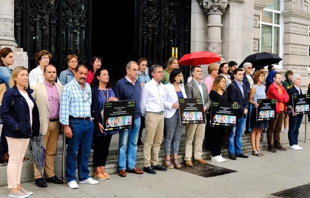 Santander recuerda a la mujer asesinada en Santa Cruz de Tenerife