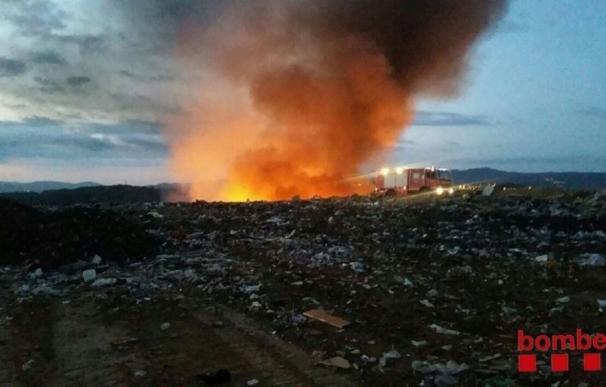 Estabilizado el incendio en un vertedero en Hostalets de Pierola (Barcelona)