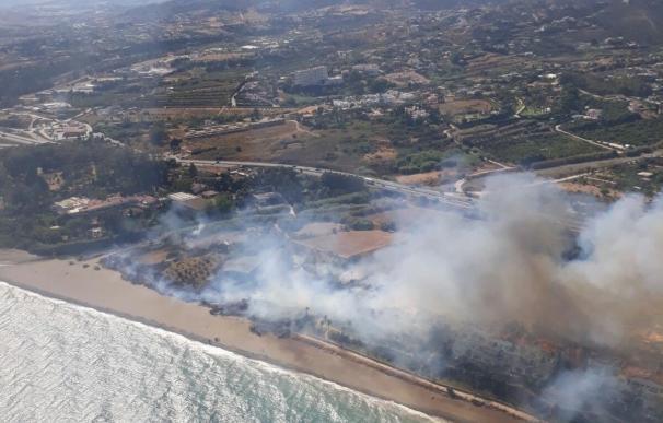 Estabilizado el incendio declarado en el paraje río Velerín de Estepona