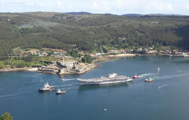 El portaaviones Príncipe de Asturias parte de Ferrol rumbo a Turquía para su desguace