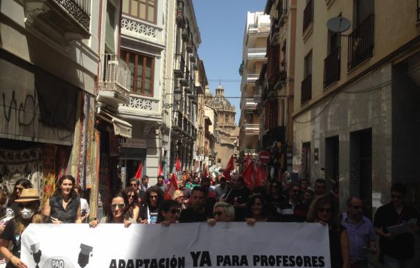 Ayudantes e interinos andaluces se manifiestan en Granada y aprueban continuar con movilizaciones por su precarización