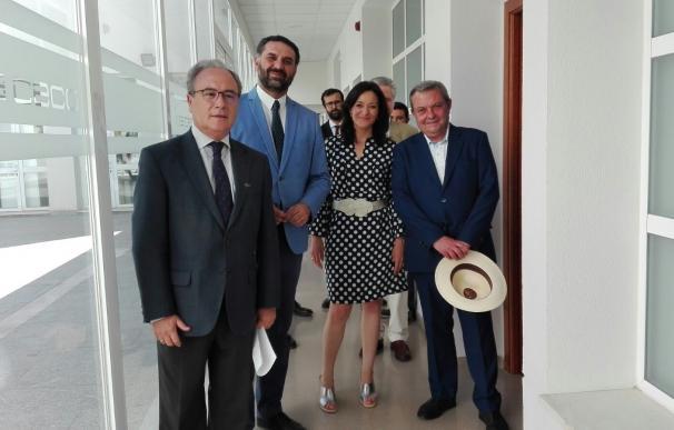 Fernández señala la colaboración con los empresarios como un eje de la política turística de la Junta