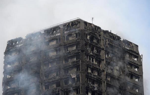La torre Grenfell en llamas en Londres.