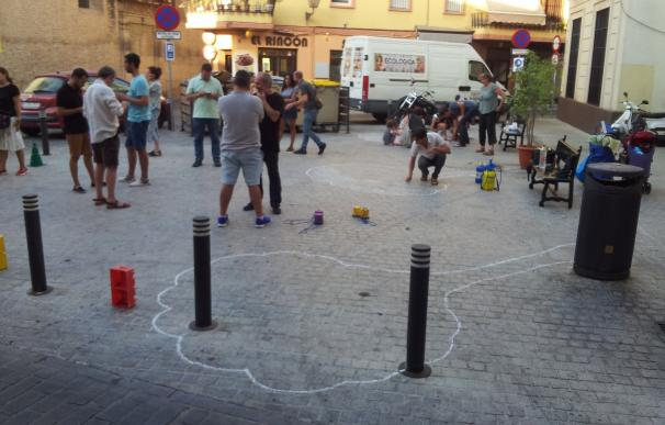 """Dibujos en el suelo, macetas y mobiliario en la plaza de San Marcos en demanda de una zona """"habitable"""""""