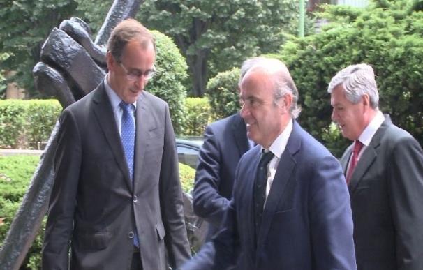 Guindos confía en contar con el apoyo de Ciudadanos, PNV y Coalición Canaria para aprobar los PGE de 2018
