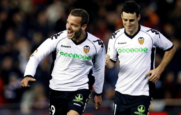 2-1. Soldado mantuvo al Valencia y frustró el debut de Oltra en el Almería