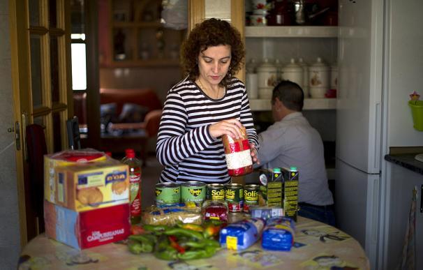 La encuesta más 'machista' del CIS: ellas friegan, compran y hacen la comida