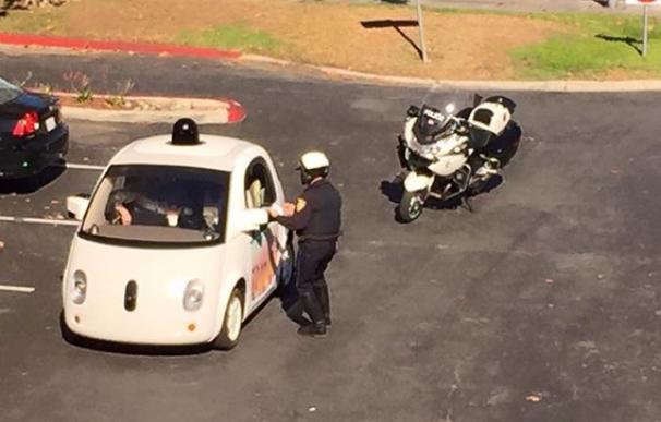 La Policía a un coche sin conductor de Google por ir demasiado lento en EEUU