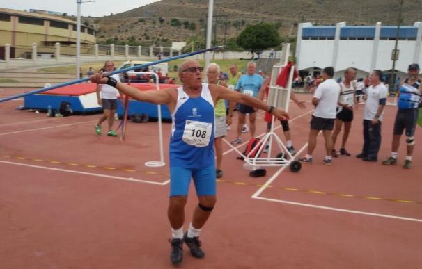 Una veintena de medallas, para la escuela municipal deportiva de atletismo de Tomares