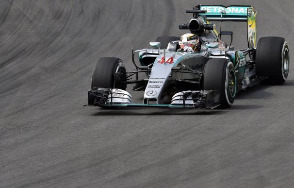 Lewis Hamilton, durante los entrenamientos libres del GP de Brasil 2015