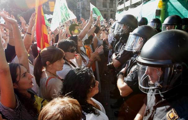 Cesan a un jefe de los Mossos tras la detención de indignados en la Ciudad de la Justicia