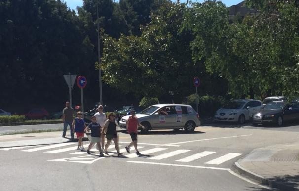 Trabajadores en huelga del 112 protagonizan una protesta en coche alrededor de la Xunta en San Caetano