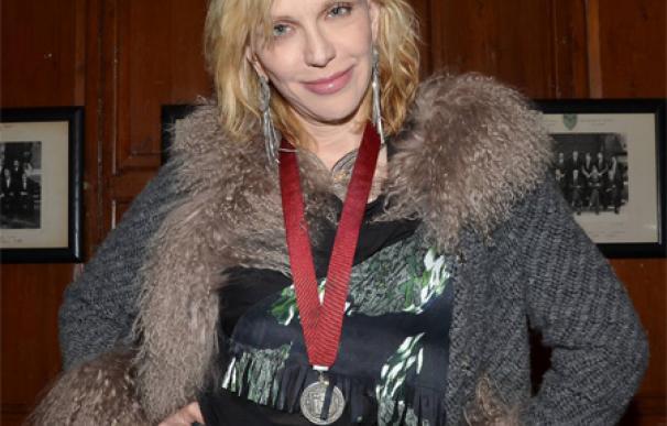 Courtney Love ayuda a Lindsay Lohan a superar sus adicciones