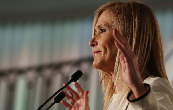 """Cifuentes se compromete a que 2017 sea """"el año de la recuperación social"""", que se logrará si España """"permanece unida"""""""