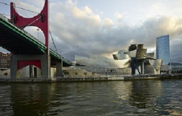 El Museo Guggenheim Bilbao presenta una serie fotográfica junto a la ría que muestra la transformación de Bilbao