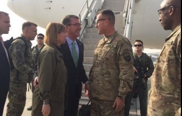Carter aterriza en Afganistán para visitar a los soldados estadounidenses