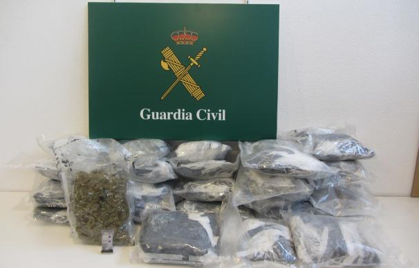 Detenido un conductor en La Jonquera (Girona) que camuflaba 18 kilos de marihuana