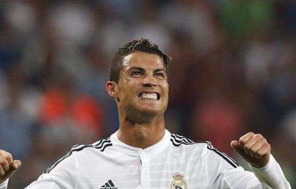 Cristiano Ronaldo presenta a sus mellizos y posa con ellos en Instagram