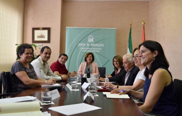 La Junta se reúne con sindicados y entidades sociales para avanzar en la renta mínima de inserción social en Andalucía