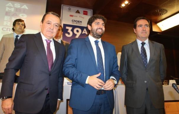 López Miras afirma que las obras del AVE concluirán a finales de año y recuerda que el aeropuerto ha salido a licitación