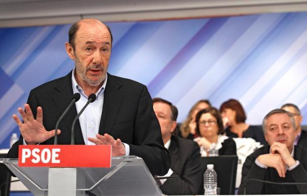 Rubalcaba, elegido por aclamación presidente del grupo socialista