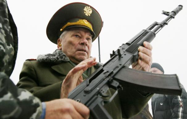 Mikhail Kalashnikov, el padre del rifle de asalto más conocido del mundo, el AK 47.