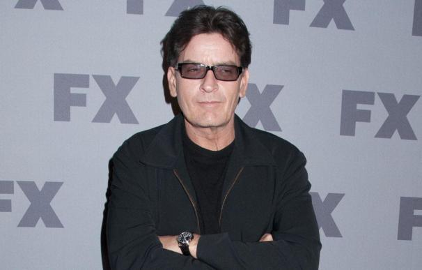 Charlie Sheen niega que las drogas causaran su colapso público