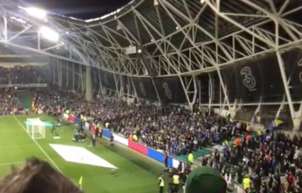 Aficionados bosnios no respetaron el minuto de silencio
