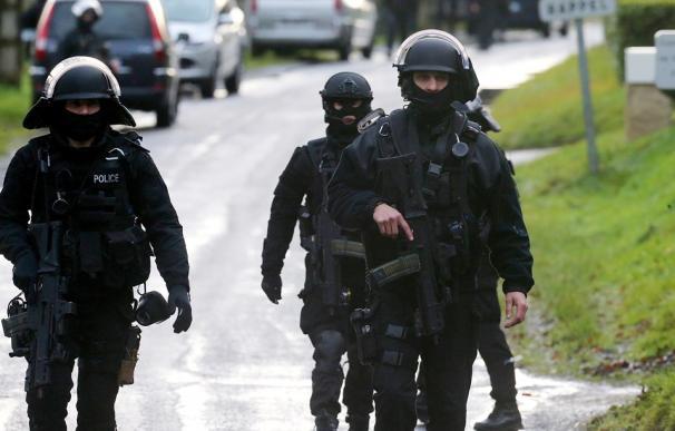 Miembros del GIGN y el RAID en la localidad de Corcy, durante la búsqueda de los sospechosos