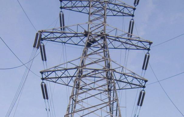 FACUA dice que factura de la luz del usuario medio subirá 6,77 euros al mes