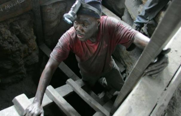 Rescatados cinco mineros que llevaban más de 40 bajo 100 metros de tierra en Tanzania