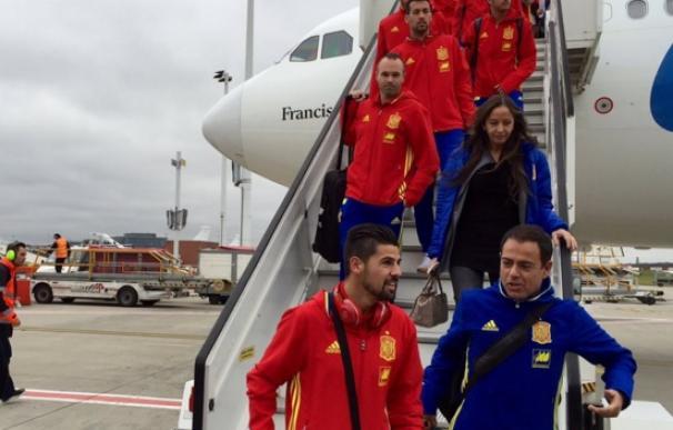 Los jugadores de la selección llegaron a Bélgica entre fuertes medidas de seguridad. /Sefutbol