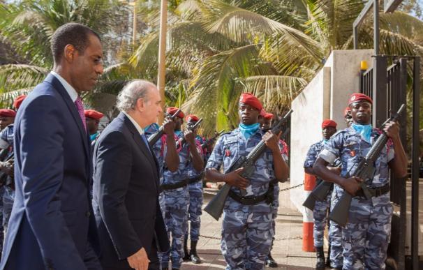 Fernández Díaz aborda en Senegal la cooperación contra la inmigración irregular y el terrorismo yihadista en el Sahel