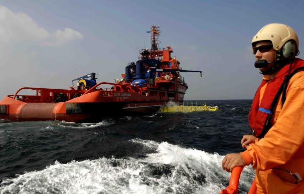 17 personas han sido rescatadas en una patera cerca de Málaga