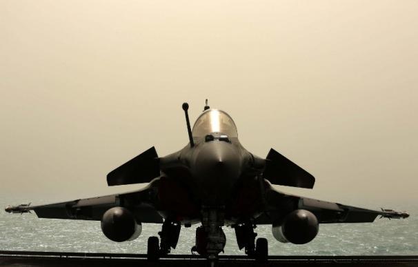 Francia ataca desde el portaaviones Charles de Gaulle al Estado Islámico en Irak