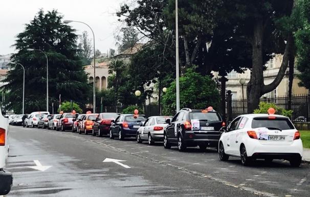Trabajadores del 112 repiten su protesta en coche durante el Consello en vísperas de una nueva reunión con la empresa