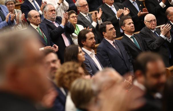 Aplausos y vivas al Rey y España en el aniversario de 1977, mientras Unidos Podemos, PDeCAT y PNV guardan silencio