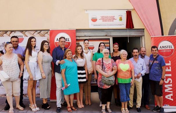 Ayuntamiento de Alicante, Amstel y la Federació de Fogueres homenajean a los autores de 'La manta al coll'
