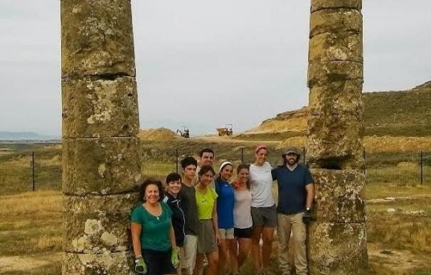 Alumnos de la Universidad de Navarra trabajan en la IX campaña de excavaciones en la ciudad romana de Los Bañales