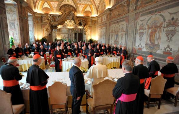 Benedicto XVI dice que no se siente solo y que la Iglesia está herida