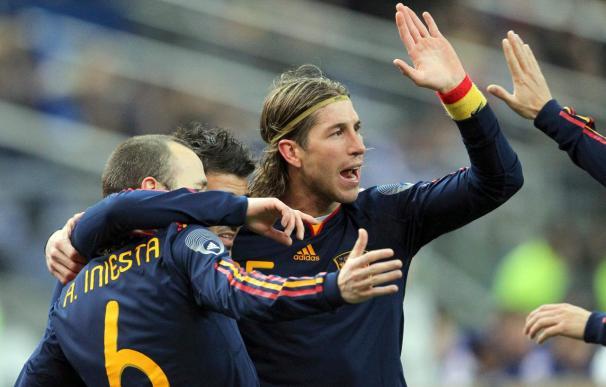 Iniesta, Kaká, Forlán, 'Kun' Agüero y Sergio Ramos cantan canción solidaria