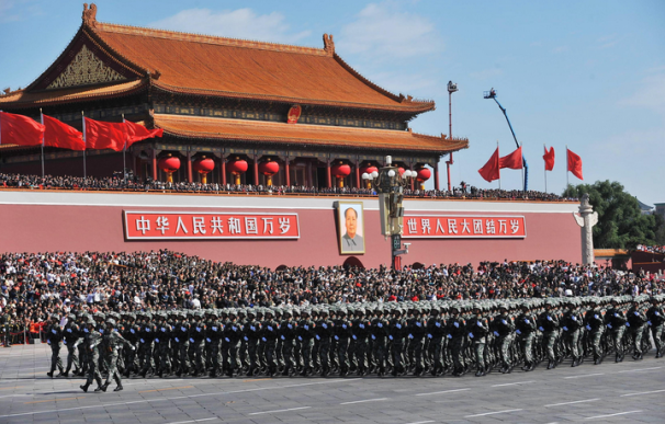 Foto de archivo del desfile militar del 60 aniversario del PCCh
