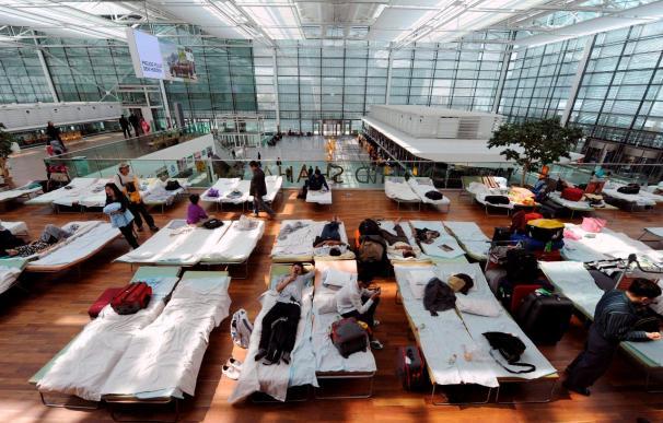 Europa prevé operar hoy la mitad de vuelos, un alivio ante el caos por el volcán