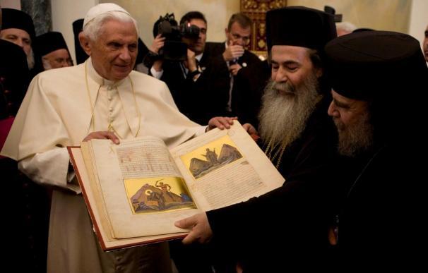 Cinco años en los que el papa abrió la puerta a los anglicanos y potenció el diálogo