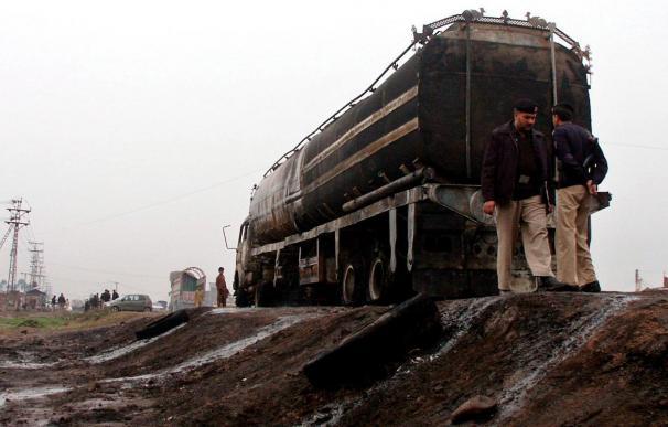 Talibanes vuelan en Pakistán un camión de suministros para la OTAN en Afganistán