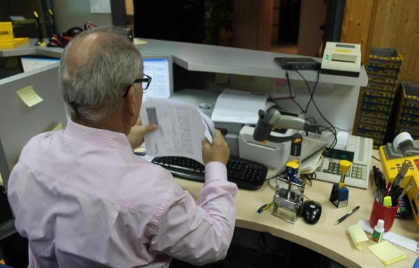 Junta facilitará formación a los empleados públicos que quieran realizar el 40% de su jornada mediante teletrabajo