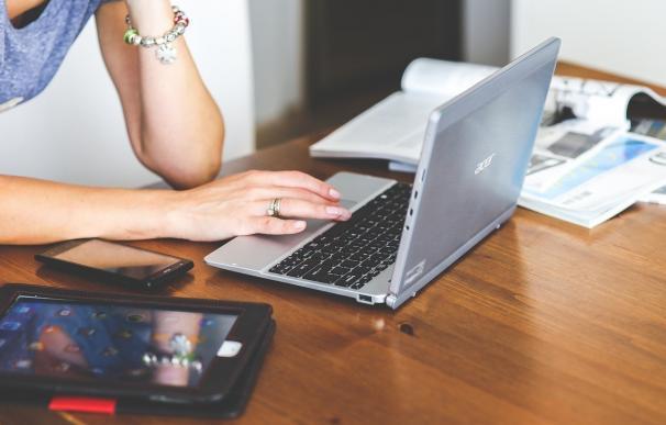 El porcentaje de viviendas con acceso a internet supera los hogares con ordenador en Baleares