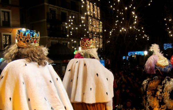 Una campaña invita a los niños a escribir la carta a los Reyes Magos en valenciano