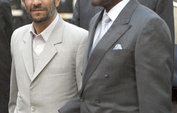 Ahmadinejad y Mugabe arremeten contra Occidente y estrechan relaciones